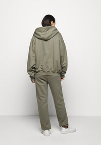 Mykke Hofmann - FINN COSWE - Hoodie - light dust green - 2