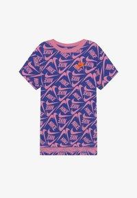 Nike Sportswear - T-shirts print - hyper blue/magic flamingo - 2