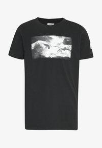 GREG TEE - T-shirt z nadrukiem - black