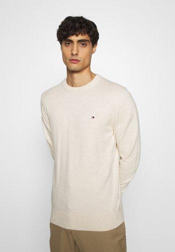PIMA CREW NECK - Stickad tröja - beige