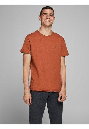 REGULAR FIT - Basic T-shirt - leather brown