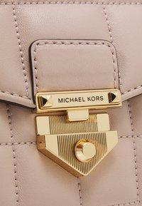 MICHAEL Michael Kors - SOHOSM CHAIN - Skulderveske - soft pink - 4