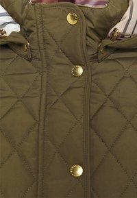 Barbour - MILLFIRE QUILT - Zimní bunda - olive/hessian - 3