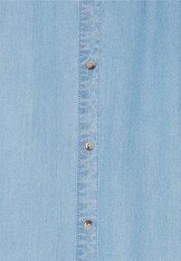 Vero Moda Tall - VMVIVIANA CALF SKIRT - A-line skirt - light blue denim - 2