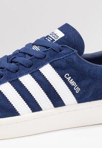 adidas Originals - CAMPUS - Trainers - dark blue/white/chalk white - 5