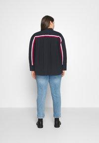 Tommy Hilfiger Curve - POP MONICA - Button-down blouse - desert sky - 2