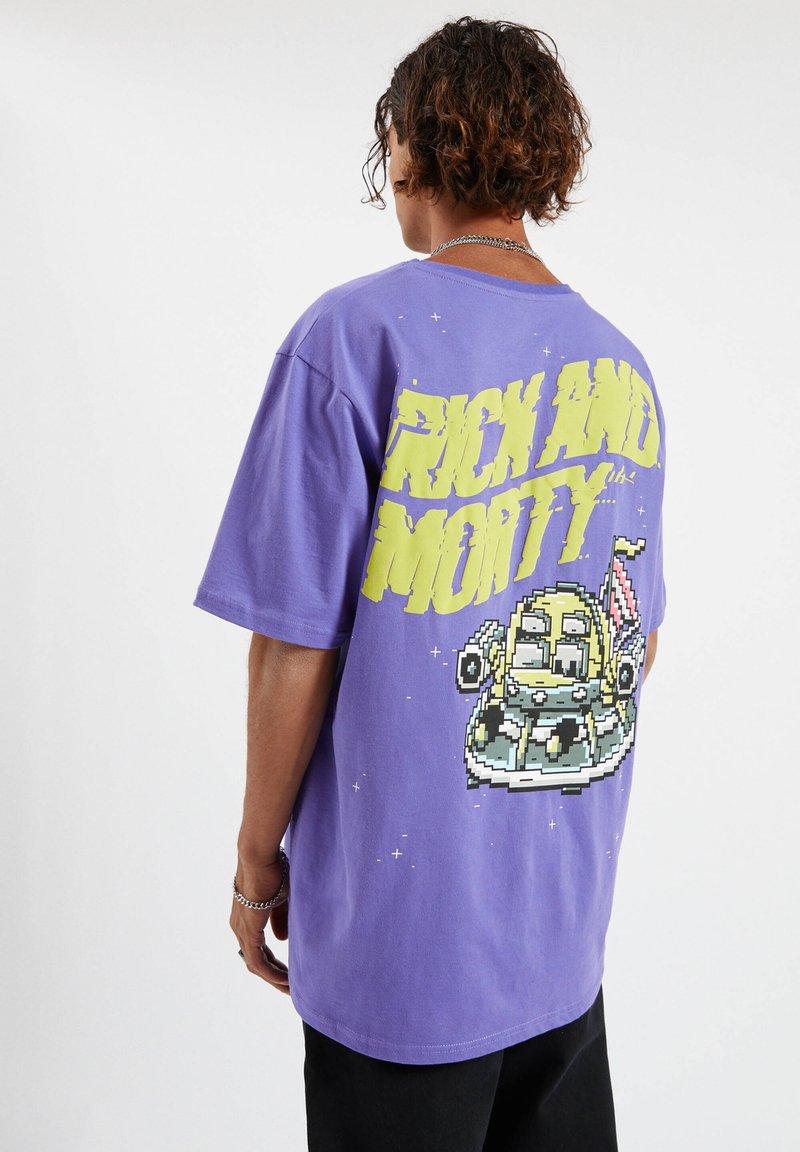 PULL&BEAR - Triko spotiskem - purple