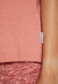 Columbia - SUMMER CHILL TEE - Basic T-shirt - cedar rush - 4
