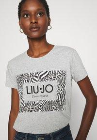 Liu Jo Jeans - MODA - T-shirt print - grigio melange - 3