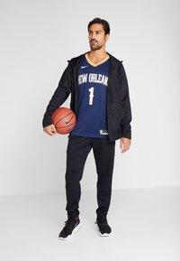 Nike Performance - NBA ZION WILLIAMSON NEW ORLEANS PELICANS SWINGMAN - Print T-shirt - college navy - 1