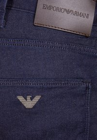 Emporio Armani - Slim fit jeans - denim blu - 4