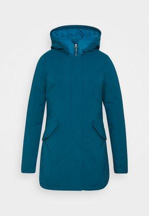 FUNDY BAY TECH HOOD - Kabát zprachového peří - moroccan blue