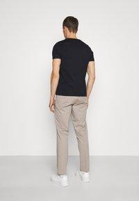 Lindbergh - WORKWEAR PANTS - Trousers - stone - 2