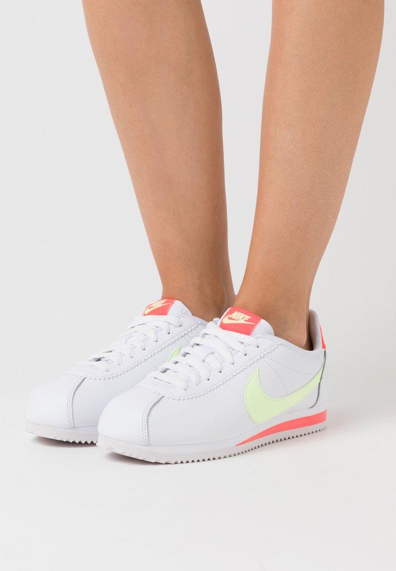 Nike Sportswear - CLASSIC CORTEZ - Tenisky - white/barely volt/flash crimson