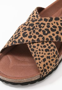Grand Step Shoes - LOLA - Mules - brown - 2
