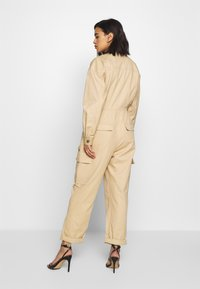 Who What Wear - THE UTILITY JUMPSUIT - Kombinezon - sand - 0