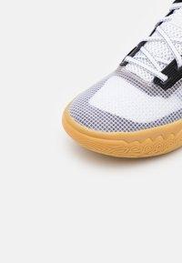 Nike Performance - KYRIE FLYTRAP 4 - Basketball shoes - black/metallic cool grey/white - 5