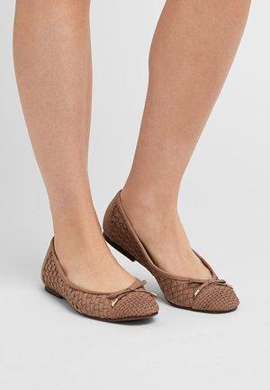 WEAVE  - Ballerina's - brown