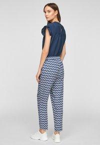 s.Oliver - BROEKEN - Trousers - faded blue zic zac stripes - 2