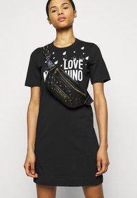 Love Moschino - Robe en jersey - black - 3