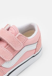 Vans - OLD SKOOL  - Matalavartiset tennarit - powder pink/true white - 5