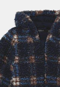 Name it - NBMMAZIE CHECK UNISEX - Winter jacket - dark sapphire - 2