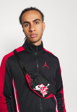 JUMPMAN CLASSICS CROSSBODY - Ledvinka - gym red/black