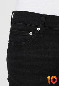 Calvin Klein Jeans - 026 SLIM - Džíny Slim Fit - copenhagen black - 5