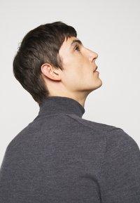 J.LINDEBERG - LYD - Stickad tröja - dark grey melange - 5