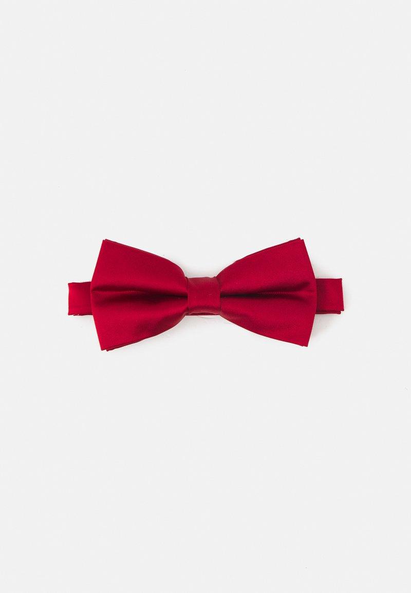 Pier One - Motýlek - red