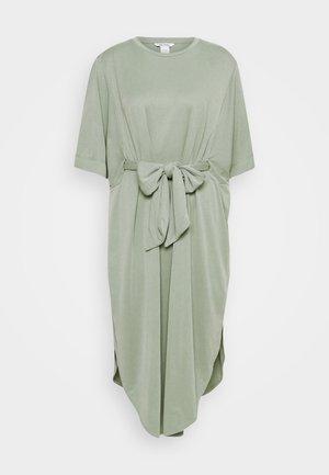 HESTER DRESS - Žerzejové šaty - kahki green