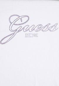 Guess - SELINA TEE - Print T-shirt - weiß - 2