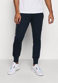 Jack & Jones - JCOZHALF TAPE  - Pantaloni sportivi - navy blazer - 0
