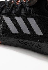 adidas Performance - PULSEBOOST HD - Zapatillas de running neutras - core black/grey three/signal coral - 6