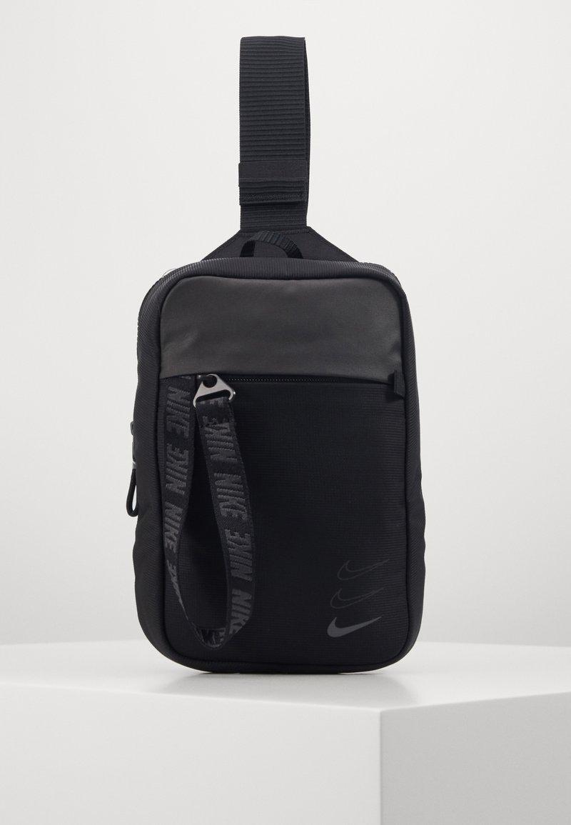 Nike Sportswear - ESSENTIALS UNISEX - Skulderveske - black/dark smoke grey