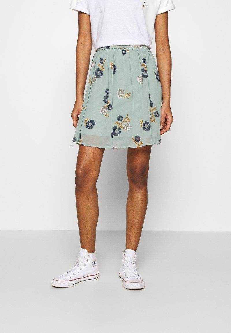 Vero Moda - VMFALLIE SHORT SKIRT  - Mini skirt - green milieu/newfallie