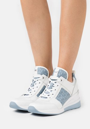 GEORGIE TRAINER - Tenisky - optic white/pale blue