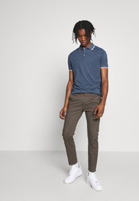 Burton Menswear London - Chinot - khaki - 1
