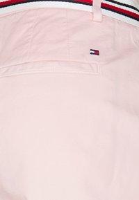 Tommy Hilfiger - SLIM - Shorts - light pink - 2