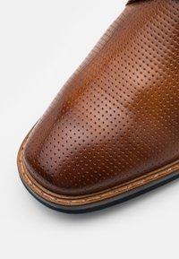 Bugatti - RAFO EXKO - Elegantní šněrovací boty - cognac - 5