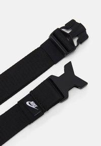 Nike Sportswear - HERITAGE - Vyölaukku - black/bright mango - 3