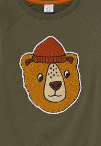 Lindex - PRINT BEAR - Sweatshirt - khaki green - 2