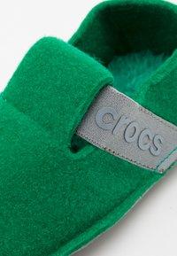 Crocs - CLASSIC SLIPPER UNISEX - Domácí obuv - deep green - 5