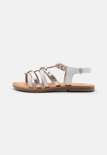HAMPDEN - Sandals - blanco
