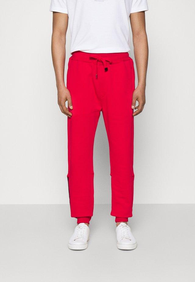 PANTALONE - Teplákové kalhoty - red