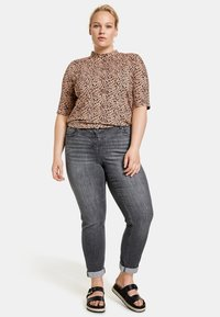Samoon - BETTY - Relaxed fit jeans - black denim - 1