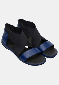 Camper - RIGHT NINA - Sandalias de senderismo - blue - 2