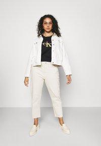 Calvin Klein Jeans Plus - PLUS SATIN BONDED MONOGRAM TEE - Print T-shirt - gradient black - 1
