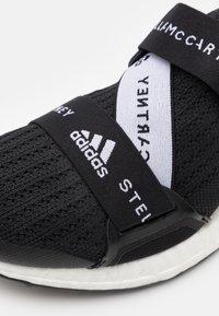 adidas by Stella McCartney - ASMC ULTRABOOST X - Neutrální běžecké boty - core black/footwear white - 5