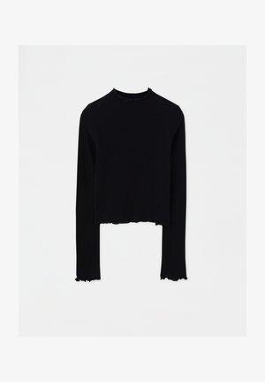 MIT GERIPPTEM STEHKRAGEN UND MUSCHELSAUM  - Pullover - black